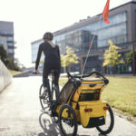 Small-Thule_Chariot_Sport_2021_LS_SoMe_Yellow-1
