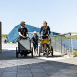 Small-Thule_Chariot_Sport_2_2021_LS_SoMe_Black_Yellow